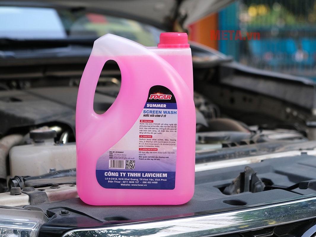 Nước rửa kính làm sạch ô tô