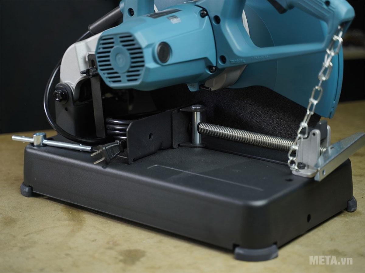 Thân máy được làm từ chất liệu chống gỉ sét