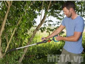 Kéo cắt cành Gardena Slimcut 12010-20 giúp tỉa thưa những bụi cây rậm rạp