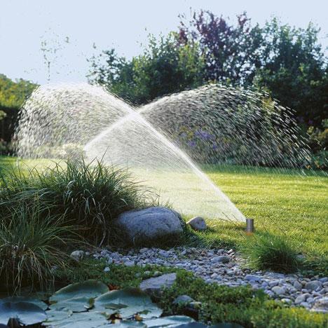 Vòi phun nước bãi cỏ