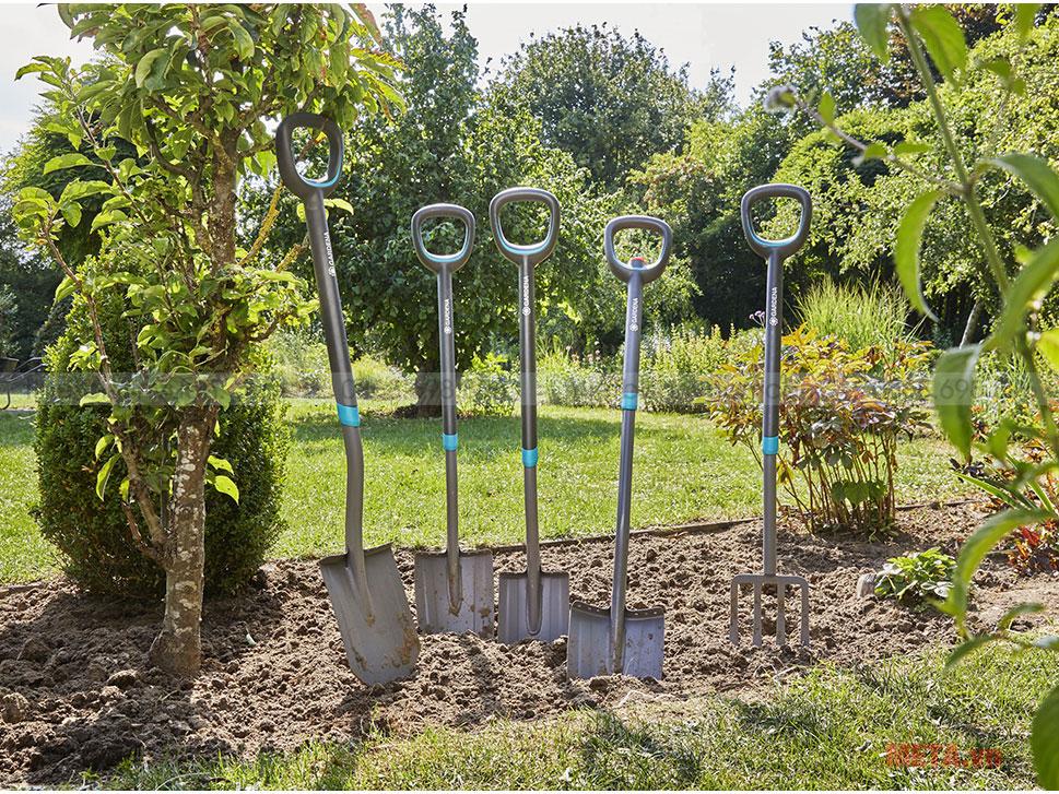 Xẻng trồng cây Gardena 17010-20 được làm từ chất liệu cao cấp