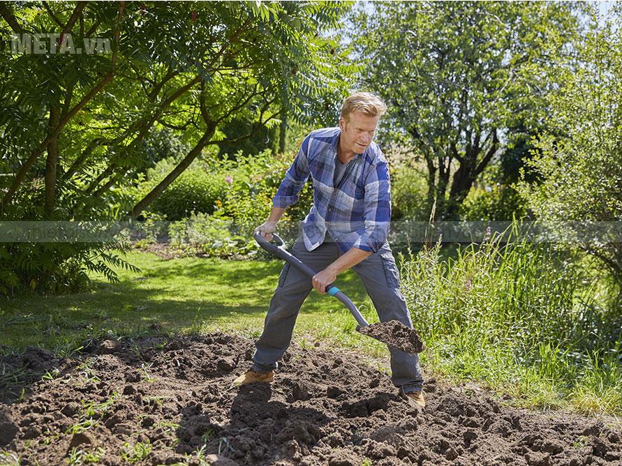 Xẻng giúp dễ dàng đào và xới đất