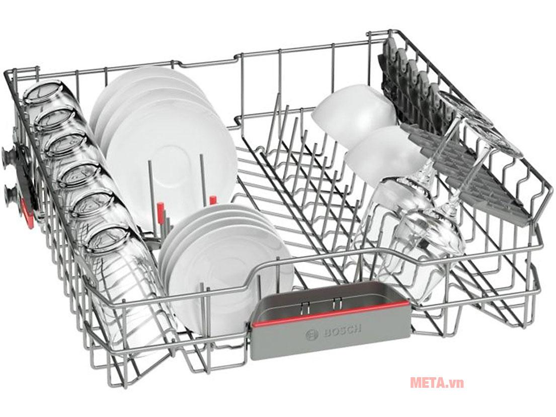 Khay đựng của máy rửa bát độc lập Bosch SMS46MI05E được làm bằng thép không gỉ