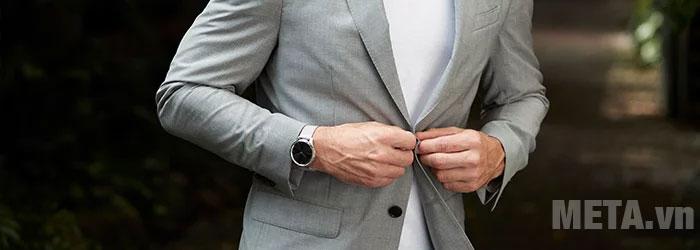 Vòng đeo tay theo dõi sức khỏe Garmin Vivomove Luxe thiết kế thời trang
