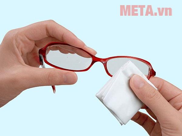 Chai xịt vệ sinh kính mắt