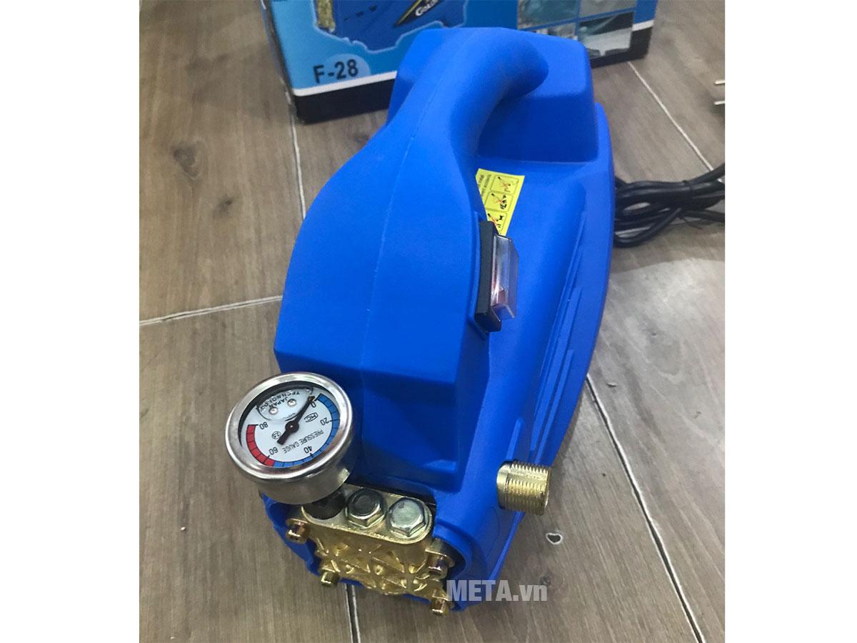 Máy xịt rửa Goldy F28 hoạt động với công suất khỏe