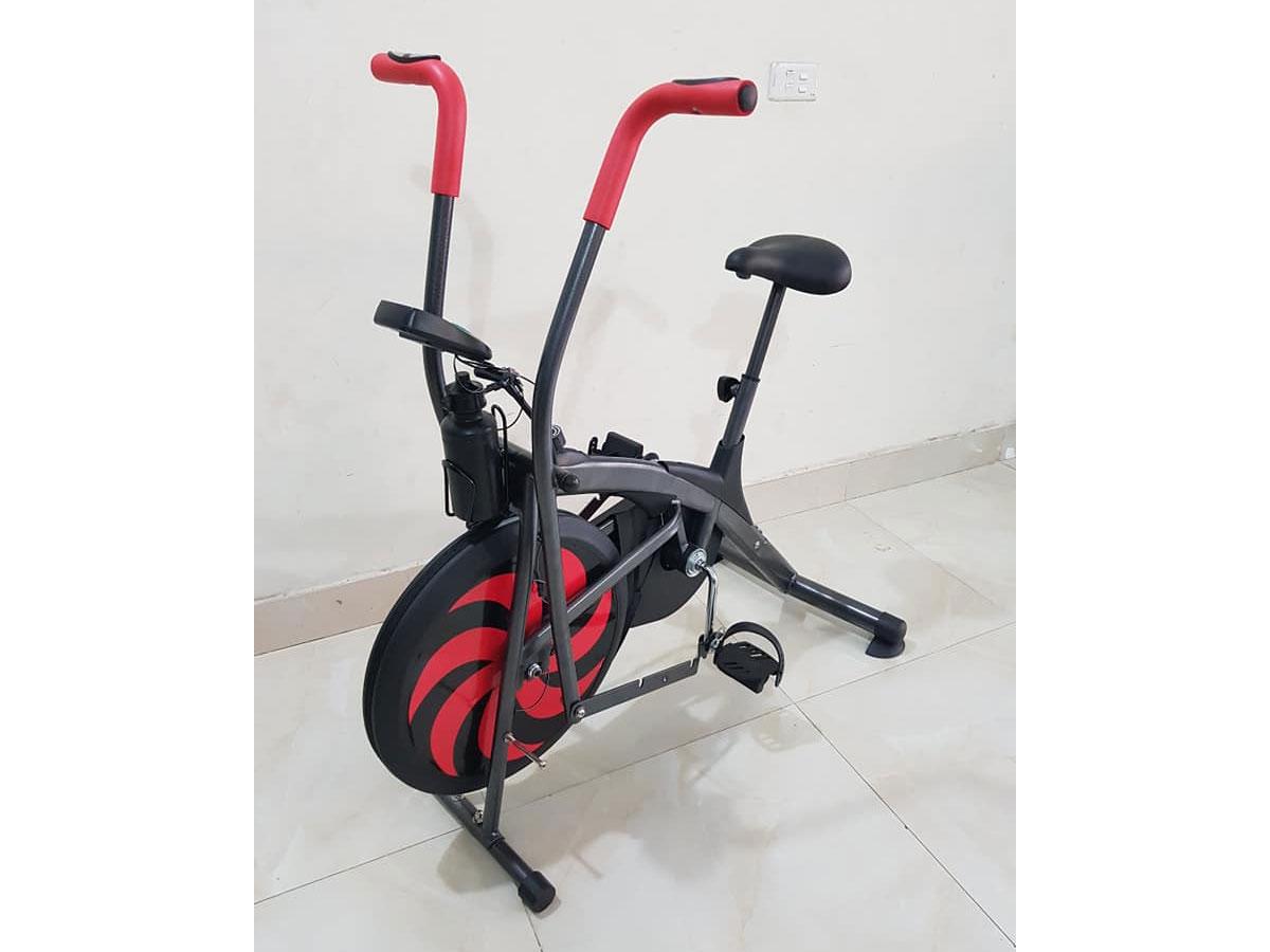 Kiểu dáng xe đạp tập khỏe khoắn, chắc chắn