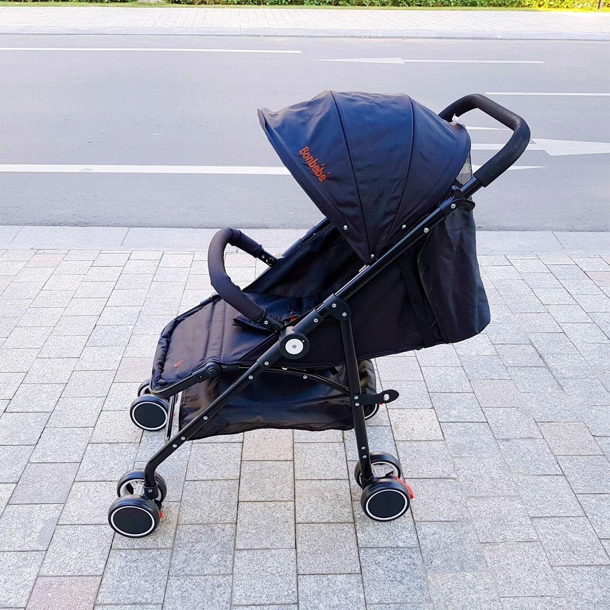 Xe đẩy trẻ em màu đen