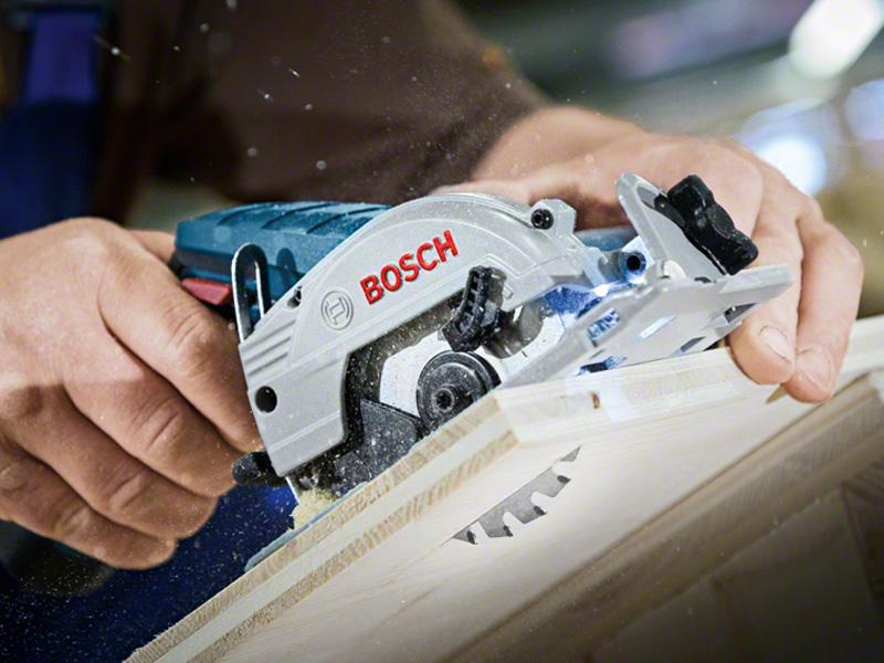 Máy cưa gỗ dùng pin Bosch GKS 12V-LI