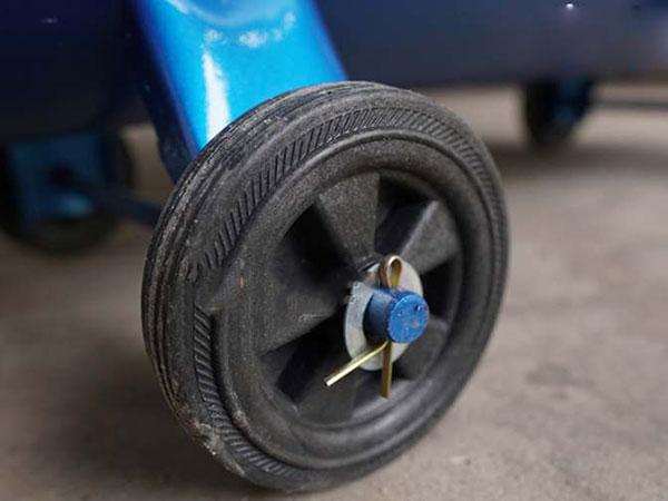 Máy có bánh xe di chuyển