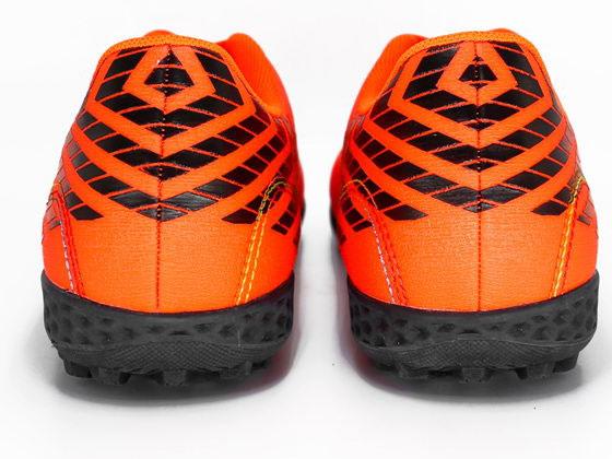 Giày chơi bóng đá