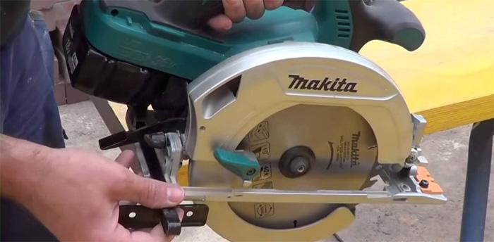 Máy cưa đĩa dùng pin Makita DHS680RMJ