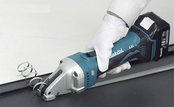 Máy cắt kim loại thẳng Makita DJS161Z