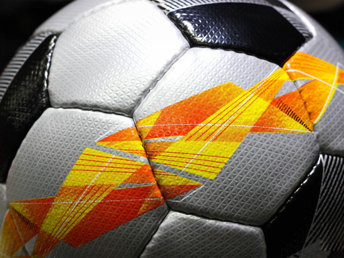 Quả bóng đá Molten