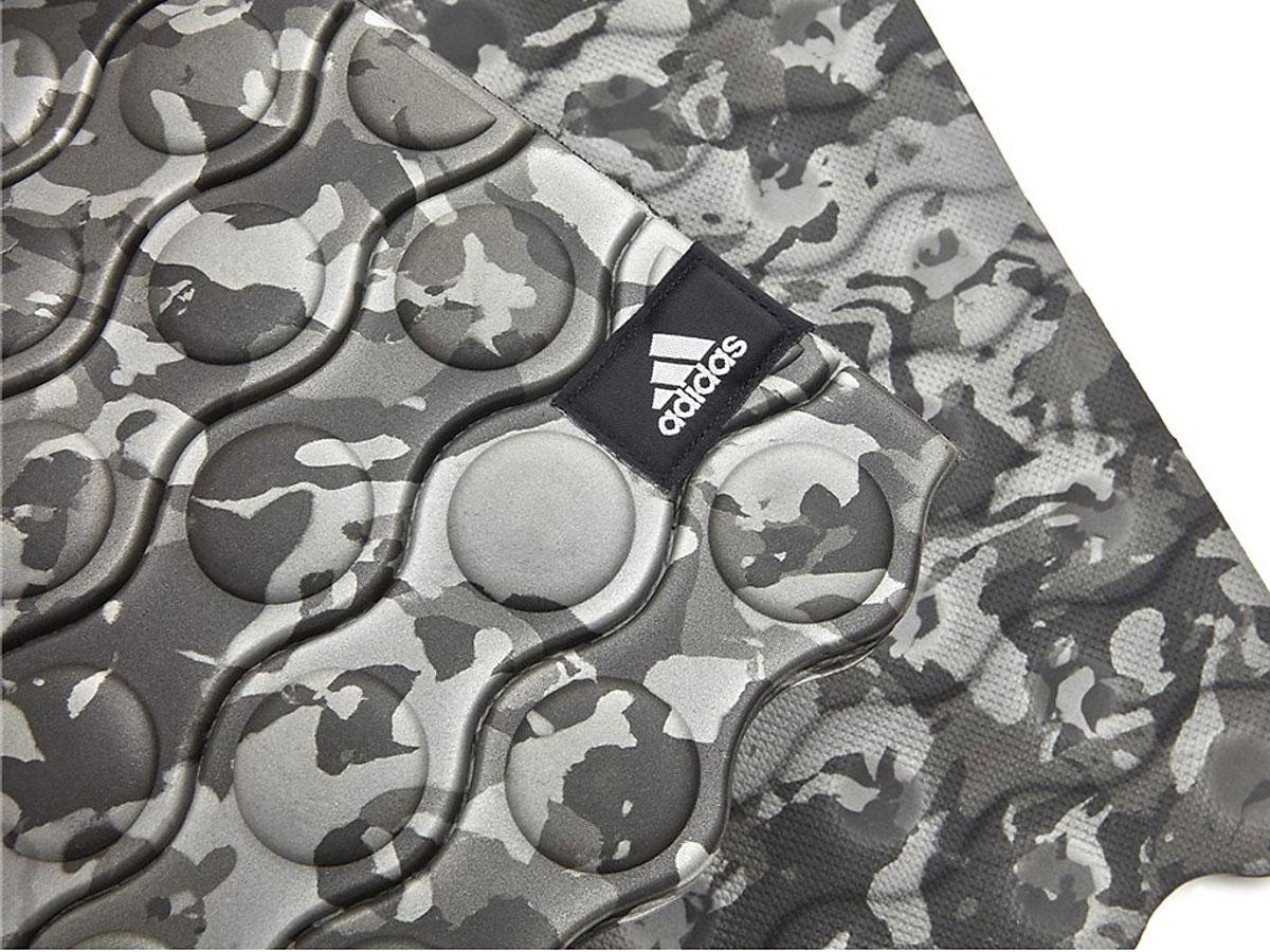 Thảm Adidas