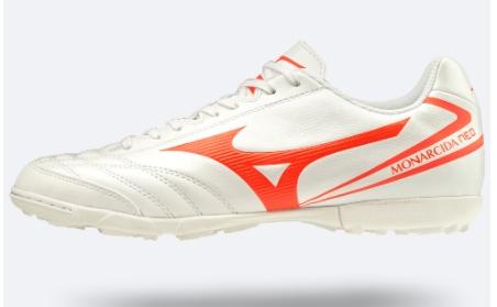 Giàu bóng đá màu trắng