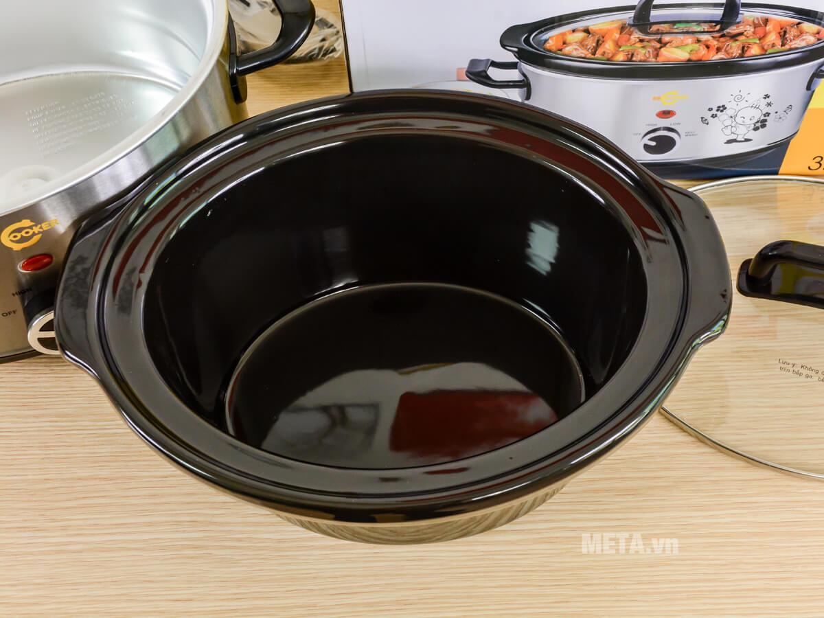 Nồi nấu cháo đa năng Hàn Quốc BBCooker có nồi trong tiếp xúc với thực phẩm bằng gốm sứ.