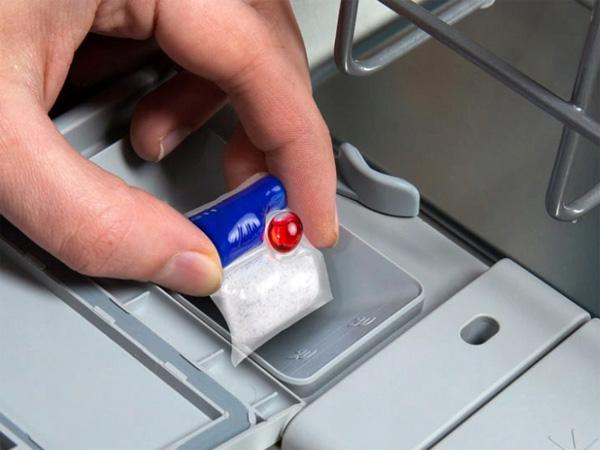 Thả trực tiếp vào máy rửa bát mà không cần bỏ lớp vỏ