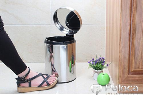 Thiết kế đạp chân tiện lợi, vệ sinh