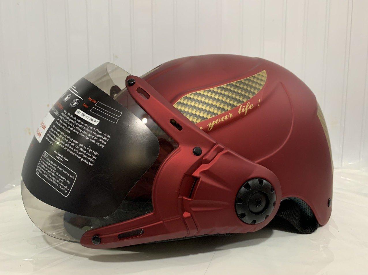 Mũ bảo hiểm màu đỏ mờ