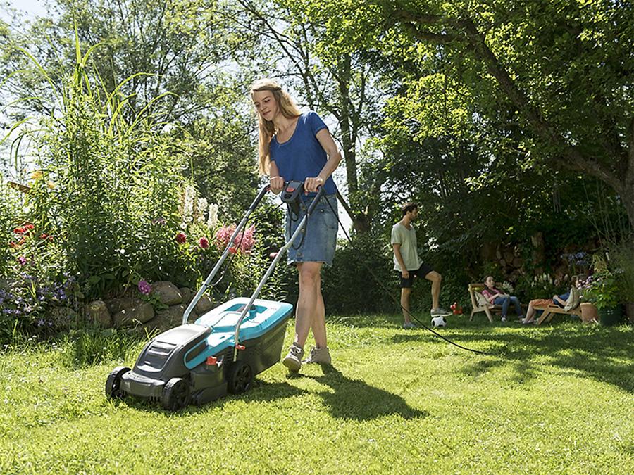 Máy cắt cỏ chạy điện