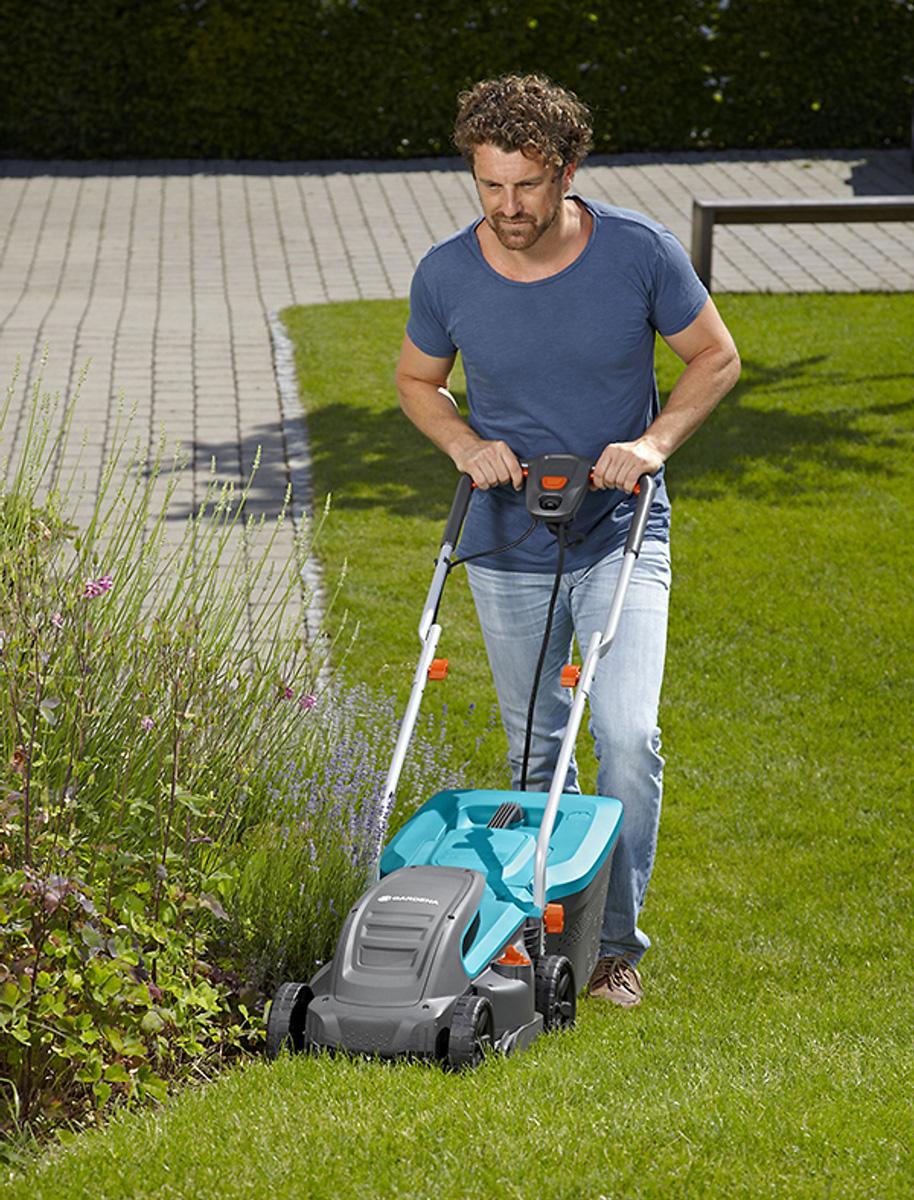 máy cắt cỏ có bánh xe