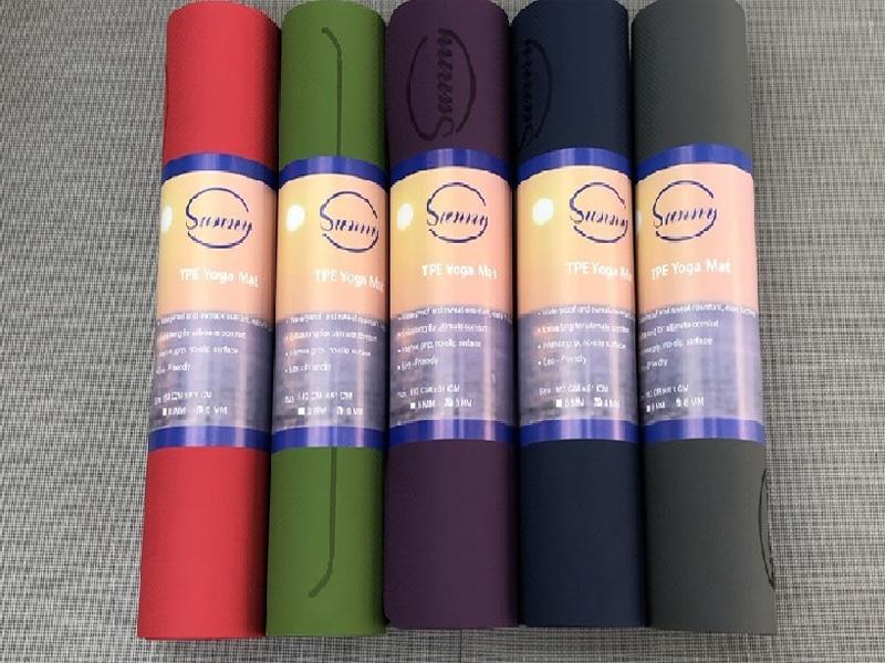 Thảm có nhiều màu sắc khác nhau