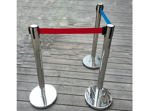 Cột chắn giúp không gian lắp đặt trở nên trật tự, an toàn hơn