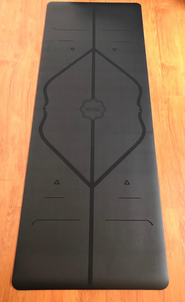 Thảm màu đen