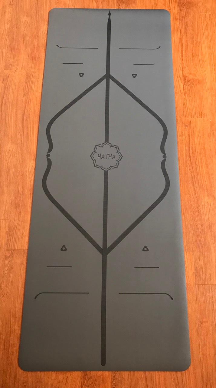 Thảm màu xám