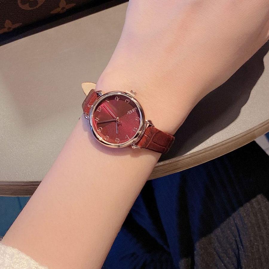 Đồng hồ dễ dàng phối hợp với trang phục hàng ngày