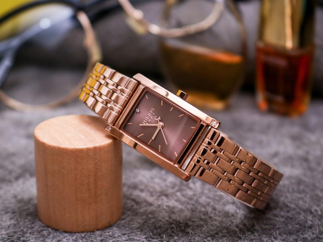 Đồng hồ thiết kế phong cách