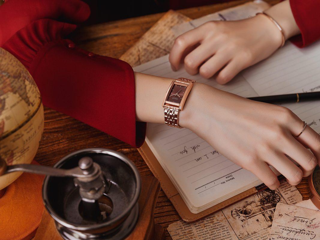 Đồng hồ mang đến vẻ lịch sự