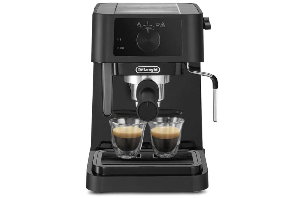 Máy pha cafe Delonghi EC230.BK hoạt động với công suất 1.100W