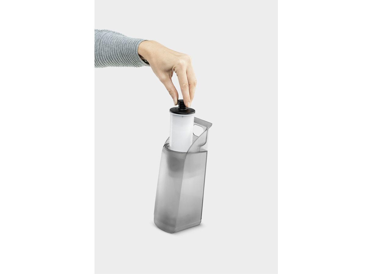 Bình chứa có thể tháo rời để châm thêm nước bất kỳ lúc nào