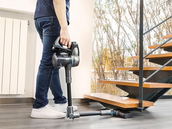 Cán máy có thể gập phục vụ làm sạch bụi những vị trí khó
