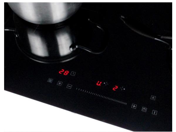 Bảng điều khiển của bếp từ