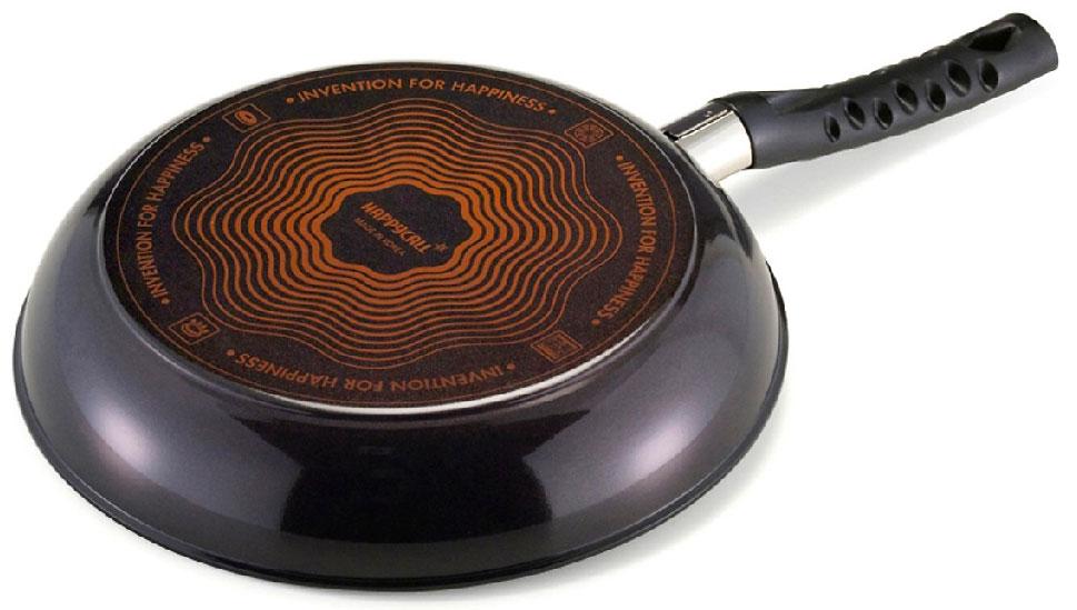 Đáy chảo là đáy từ, có thể sử dụng trên mọi loại bếp