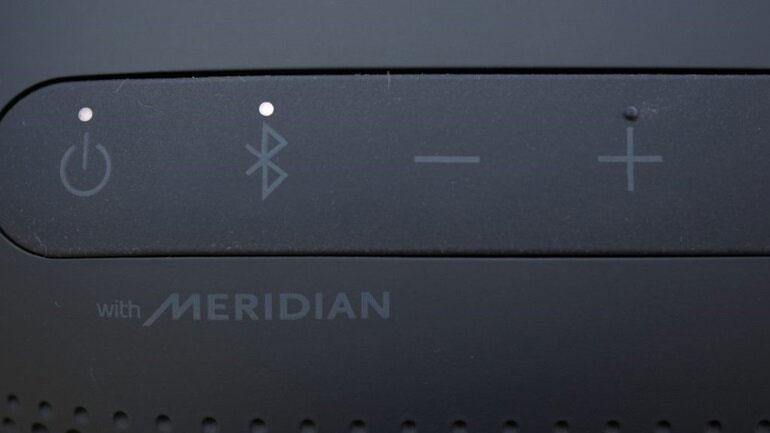 Bảng điều khiển của loa bluetooth mini LG XBOOMGO PL2
