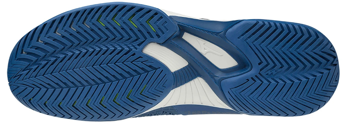 Đế giày thiết kế êm ái mang lại sự an toàn khi tập luyện