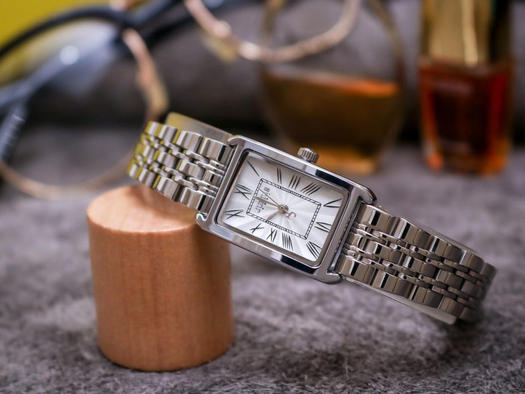 Đồng hồ dây thép