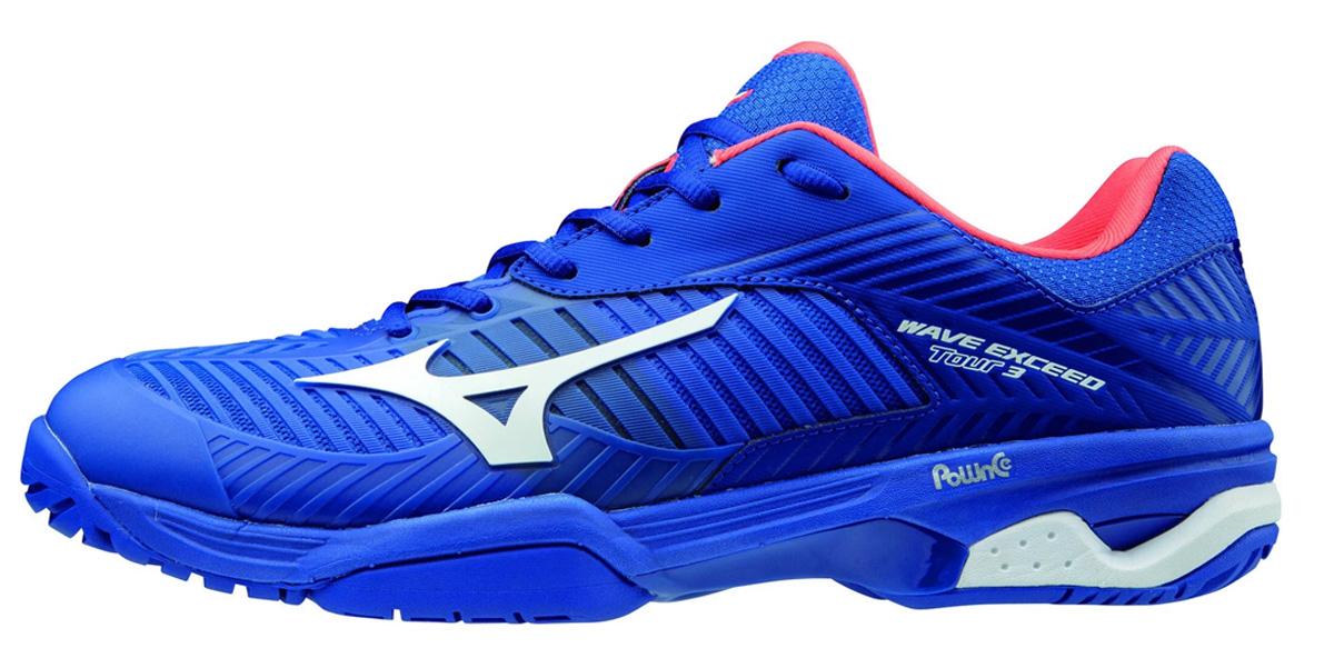 Giày hiện có hai màu: xanh lam và xanh ngọc