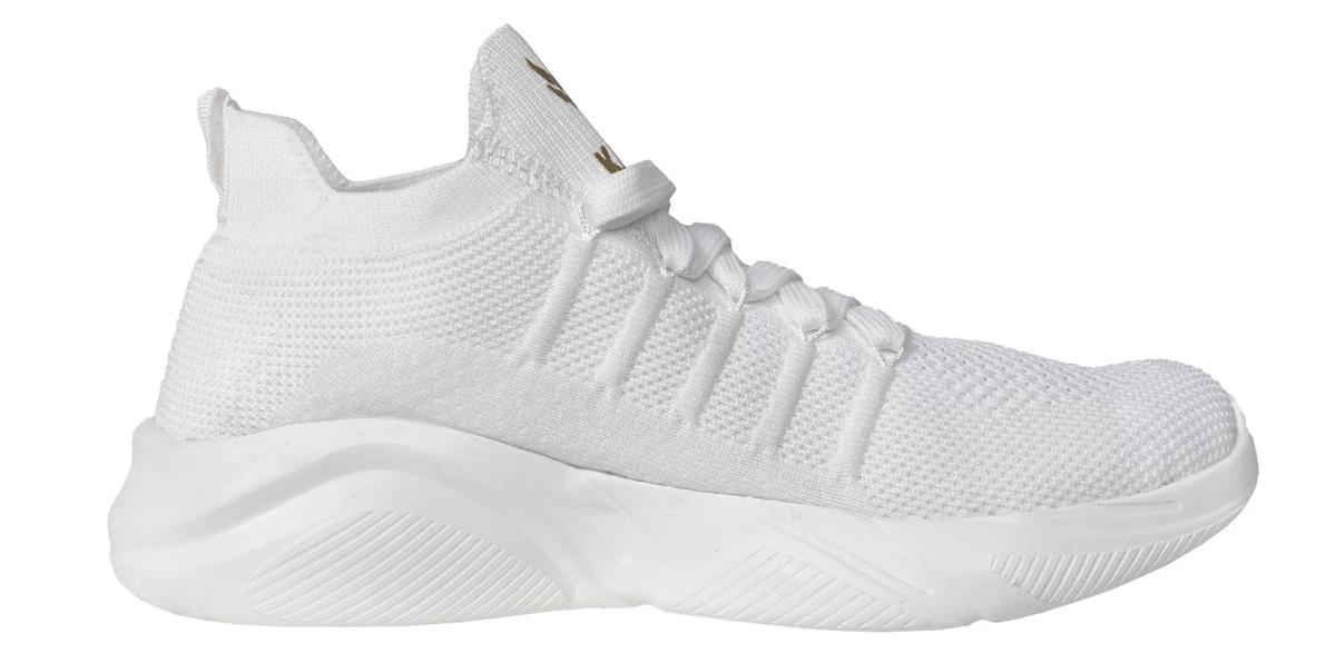 Giày hiện đang sở hữu sắc trắng tinh khôi, dễ phối đồ