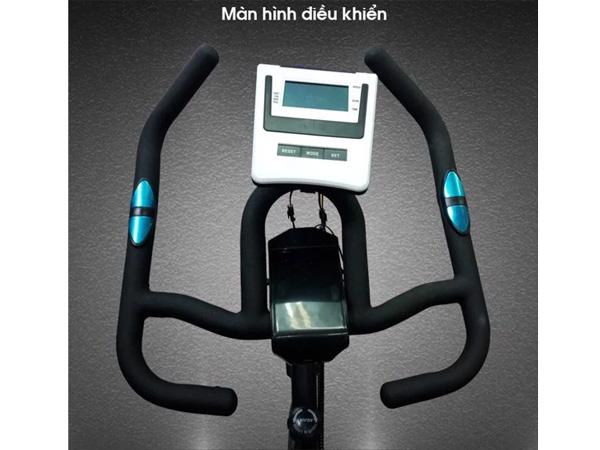 Màn hình điều khiển của xe đạp tập