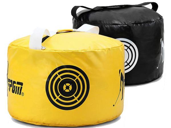 Túi hiện đang có hai màu chính là đen và vàng