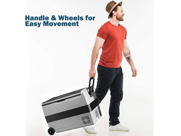 Tay cầm và thanh kéo giúp việc di chuyển trở nên dễ dàng