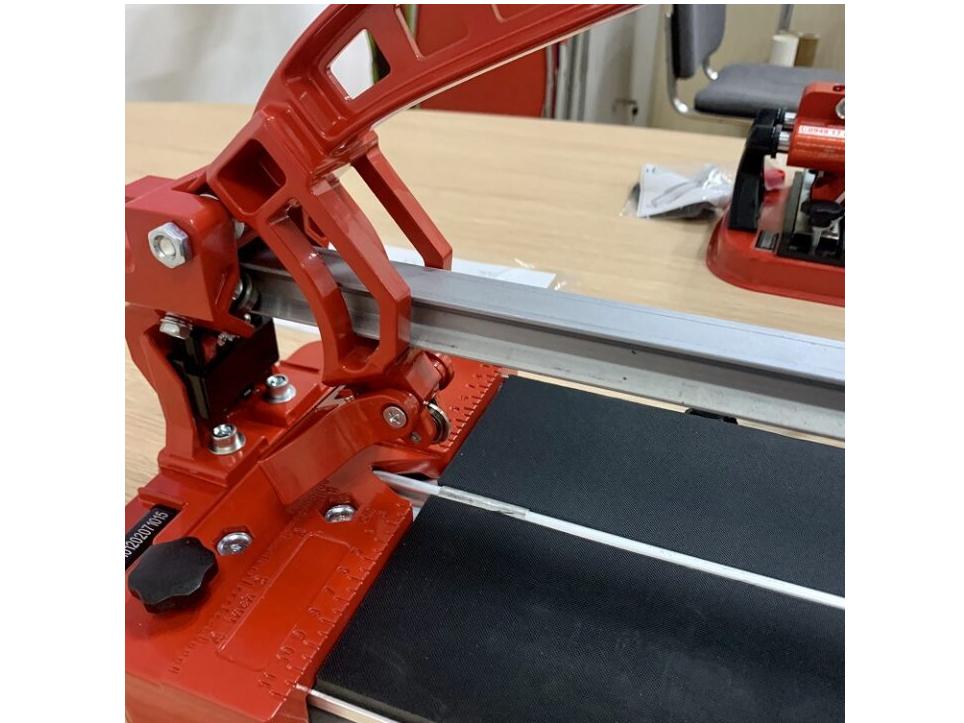 Máy cắt gạch bàn