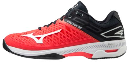 Giày tennis màu đỏ