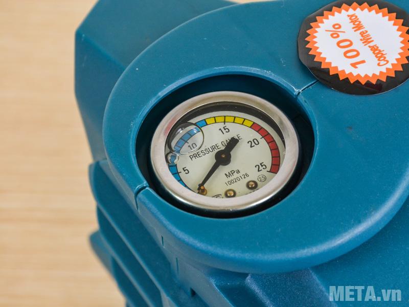 Đồng hồ đo áp lực ngay trên đỉnh máy