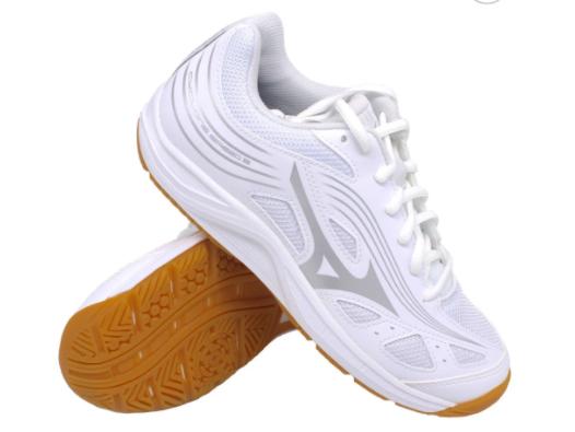Giày màu trắng